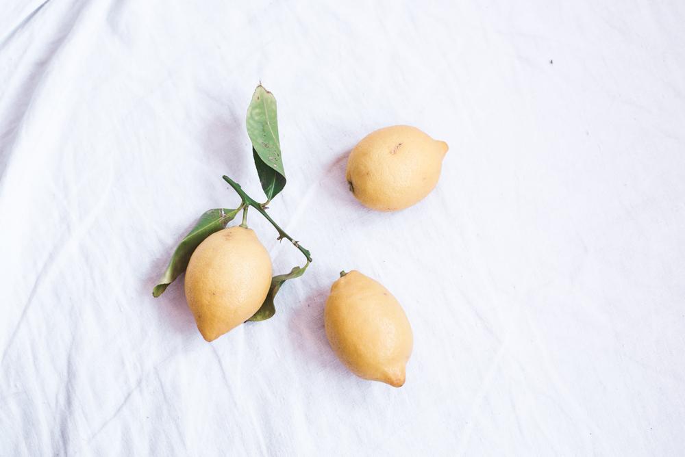Mit Zitronen ein leckeres Getränk zaubern für dein nachhaltiges Fest.