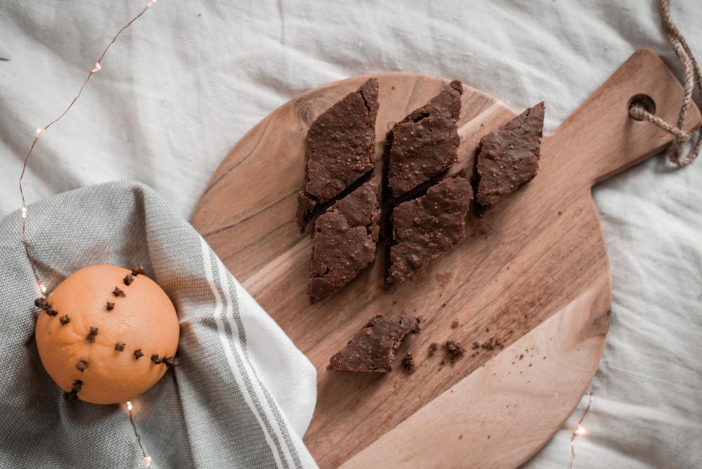 Rezept: Vegane Brownie - Lebkuchen vom Blech