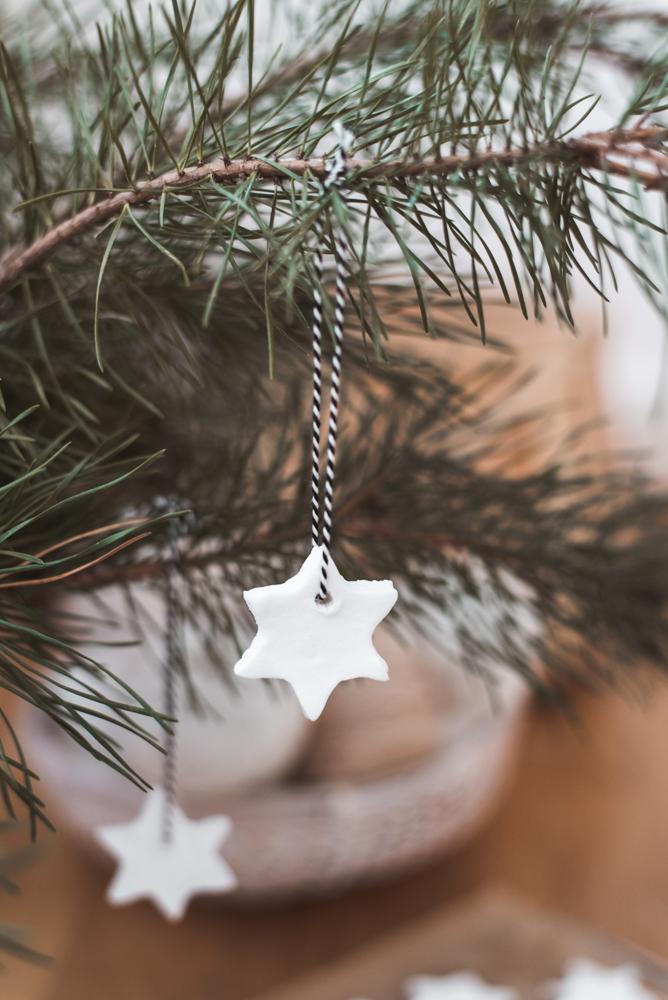 Zero Waste DIY Weihnachtliche Sterne aus weißem Salzteig