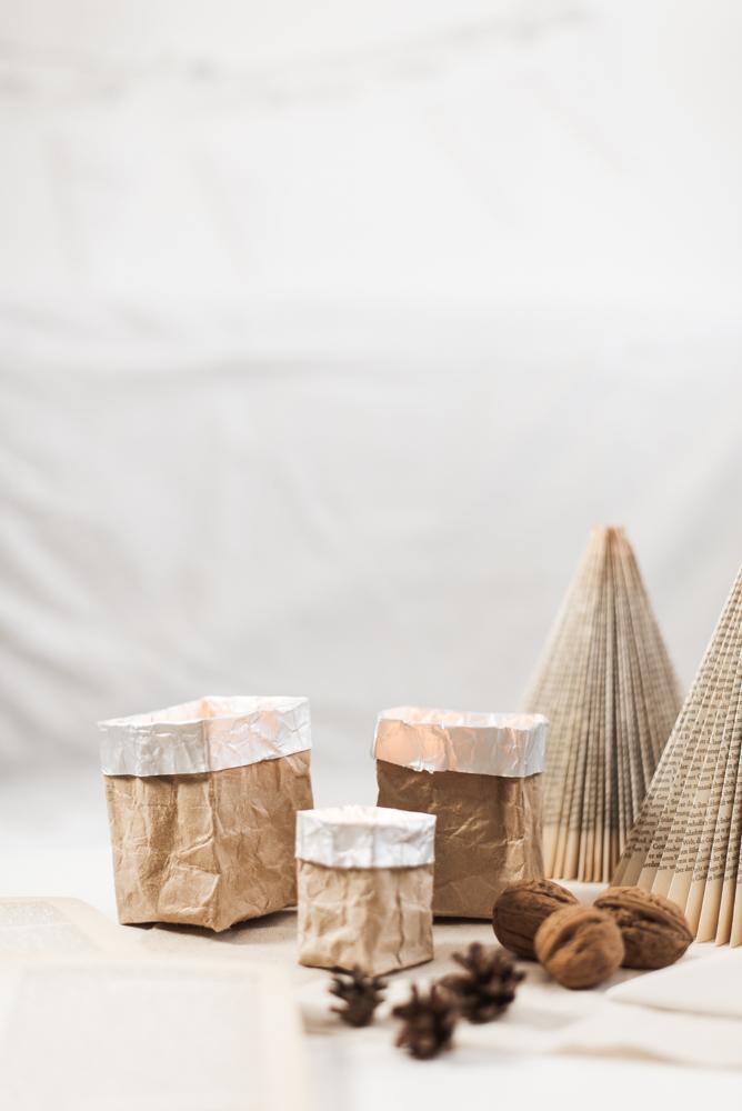 Upcycling-Idee: Windlicht aus Tetrapacks ist ein einfaches DIY für dass ihr nur Tetrapacks braucht. In Kürze wird aus dem Milch-Tetrapack ein Windlicht. #upcycling #diy #windlicht