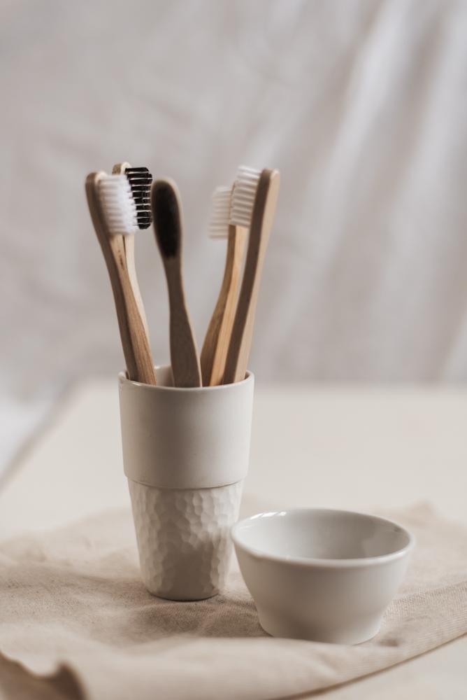 Bambus-Zahnbürste kompostieren: 3 Tipps, wie du dich richtig um deine Bambuszahnbürste kümmerst! Die richtige Nutzung, Weiterverwendung und Kompostierung #zerowaste #bambuszahnbürste #nachhaltigkeit