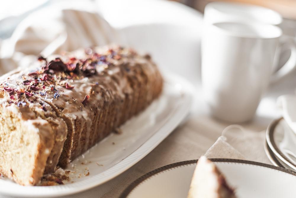 Rezept: Schneller veganer Karottenkuchen in 5 Minuten Teig zubereiten und backen, aus pflanzlichen Zutaten, der jedem gelingt. #backen #vegan #karottenkuchen