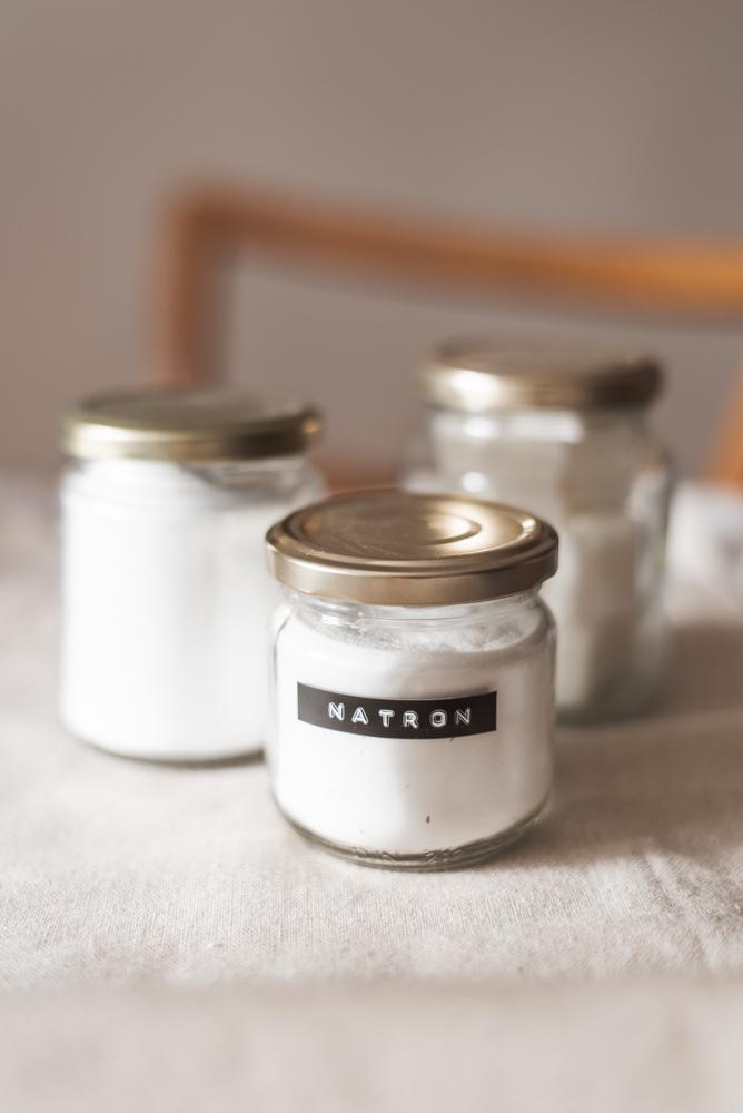 Ich zeige dir fünf Möglichkeiten, wie du mit wenig Geld ein Zero Waste - DIY Waschmittel ganz einfach selber machen kannst. #diy #zerowaste #waschmittel