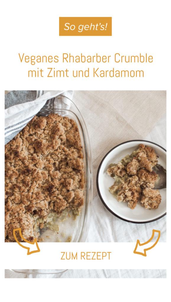Veganes Rezept: Rhabarber Crumble mit Zimt und Kardamom - so lecker & so einfach. Das außergewöhnliche vegane Dessert wenns schnell gehen muss. #vegan #rhabarber #rezept
