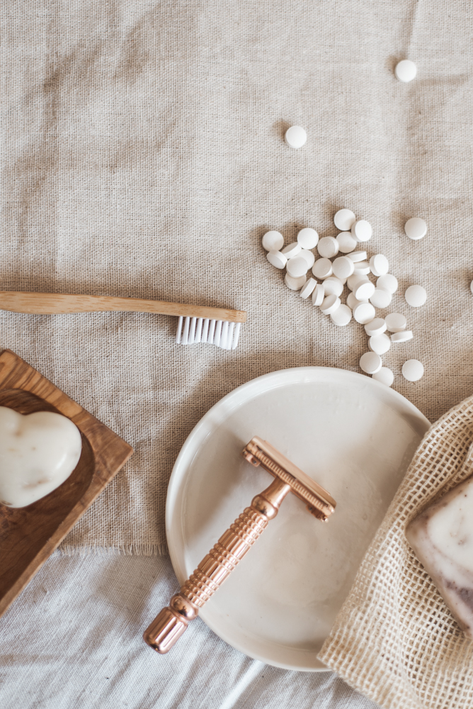 Einwegrasierer? Nein, danke! So geht plastikfreie Rasur - der Rasierhobel Guide! Was du über Rasierhobel wissen musst, um gravierende Fehler zu vermeiden.