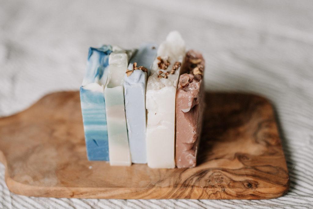 Seifenreste weiterverwenden statt wegwerfen - ich zeige dir 3 Tipps und Ideen was ihr aus kleinen Seifenresten machen könnt: Flüssigseife, ...