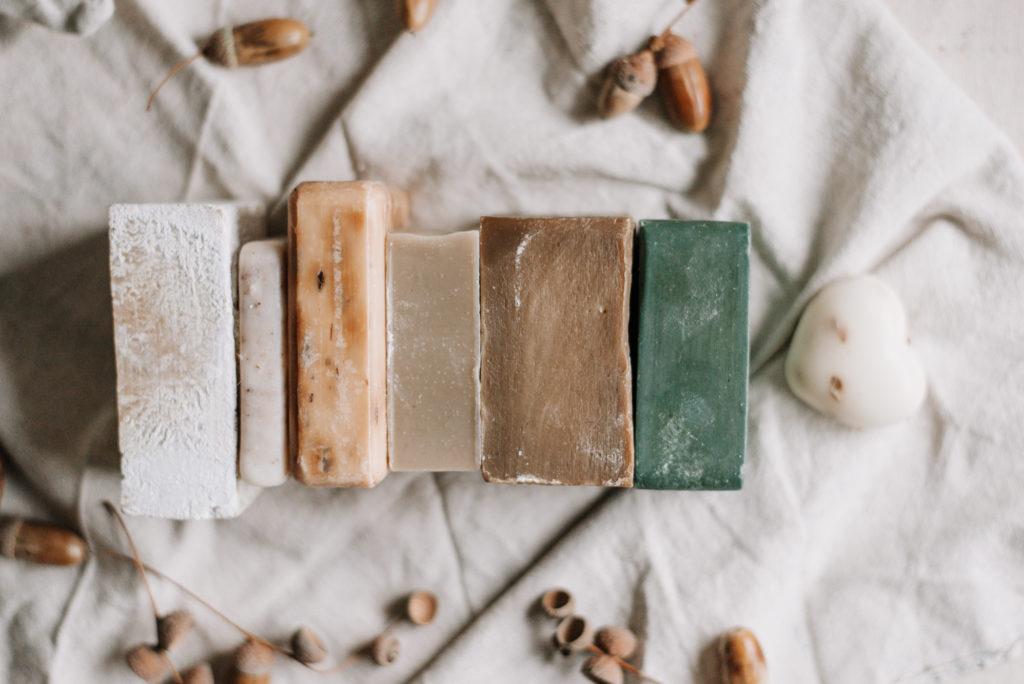 Unterschied zwischen Seifen: Was ist Kernseife, Naturseife, Haarseife und andere Seifen. Für was eignen sich Aleppo- und Olivenseife?