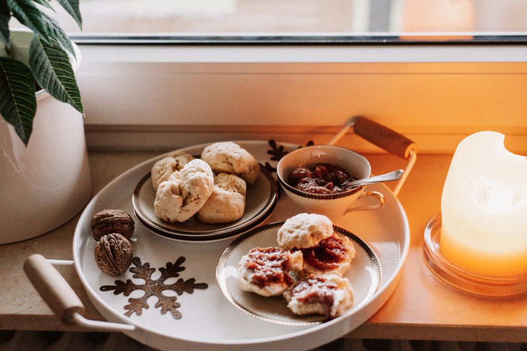 Veganes Rezept: Scones zum Frühstück in den Ferien - schnelles Rezept für leckere vegane Brötchen zum Frühstück