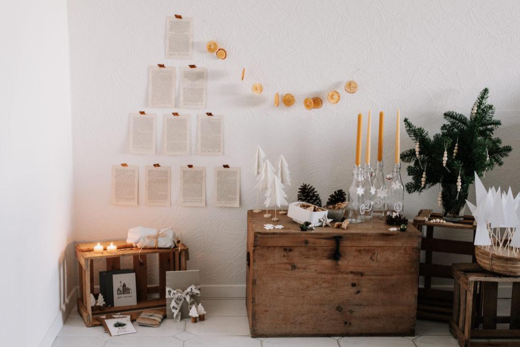 Besinnlicher Upcycling DIY Weihnachtsbaum aus alten Buchseiten einfach selber machen - nachhaltig Weihnachten feiern ohne echten Tannenbaum