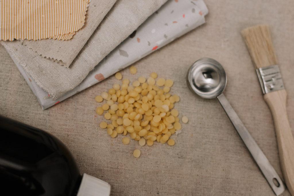 Statt Frischhaltefolie verwende ich Wachstücher. Ich zeige euch wie ihr ein DIY Bienenwachstuch selber macht. Ganz Zero Waste aus Bio-Zutaten.