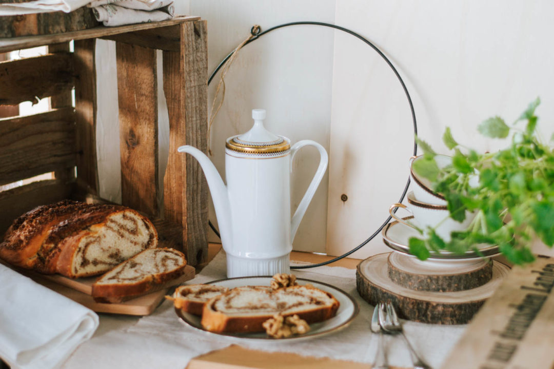 Oster-Rezept: Veganer Hefezopf mit Nussfüllung geht so einfach und schmeckt allen. Perfekt für Osterfrühstück und Osterbrunch mit der Familie