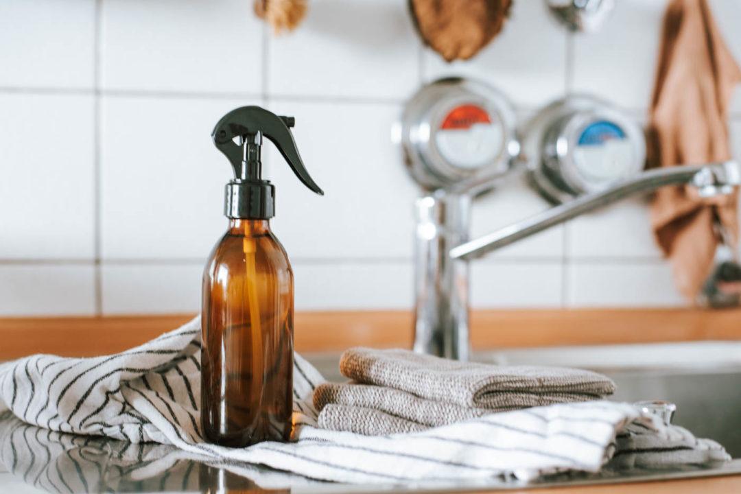 DIY Allzweckreiniger einfach selber machen: 5 easy Rezepte für euren nachhaltigen Hausputz ohne Chemiekeule - schnell nachmachen & los putzen!