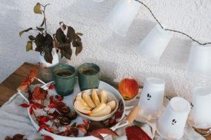 Herbstliche DIY Upcycling Ideen aus Joghurtbecher für Halloween selber machen. Einfache DIY Ideen zum Dekorieren. Bastelspaß auch für Kinder.